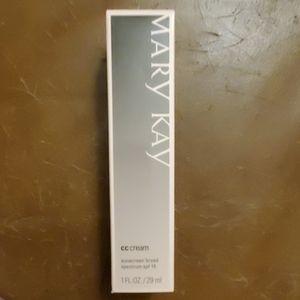 Mary Kay cc cream *deep*